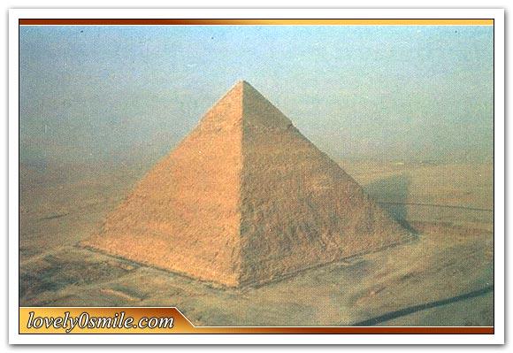 أهرامات الجيزة ..إحدى عجائب الدنيا السبع